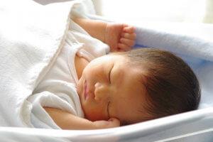 「抱っこふとん」は赤ちゃんが泣かないってホント?使い方や口コミをご紹介